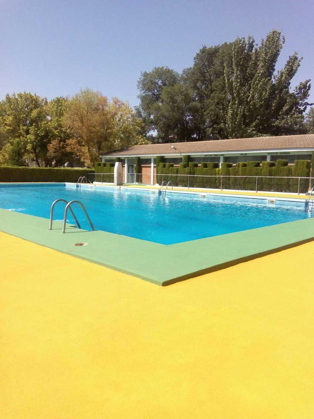 mantenimiento piscina municipal 2017 herencia 7 1068x1424 - La piscina municipal cerrada por mantenimiento en pleno verano