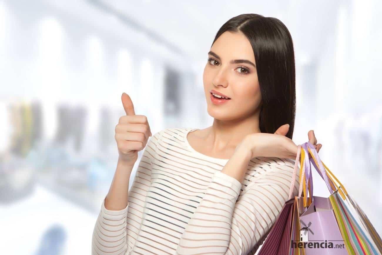 mujer rebajas tienda - Recomendaciones a consumidores y usuarios a la hora de realizar sus compras en rebajas