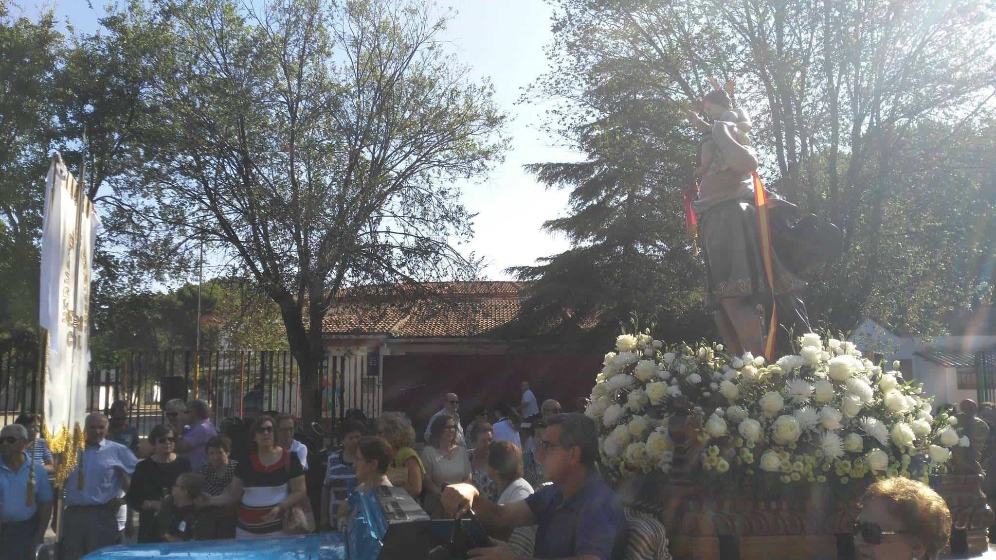 san cristobal en procesion herencia - Fotografías de la procesión de la imagen de San Cristóbal