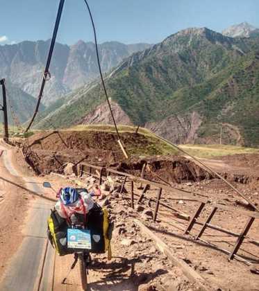 Perle atravesando el Pamir y llegando a Kirguistan11 373x420 - Perlé atravesando el Pamir y llegando a Kirguistán