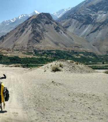 Perle atravesando el Pamir y llegando a Kirguistan25 373x420 - Perlé atravesando el Pamir y llegando a Kirguistán
