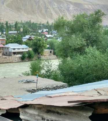 Perle atravesando el Pamir y llegando a Kirguistan28 373x420 - Perlé atravesando el Pamir y llegando a Kirguistán