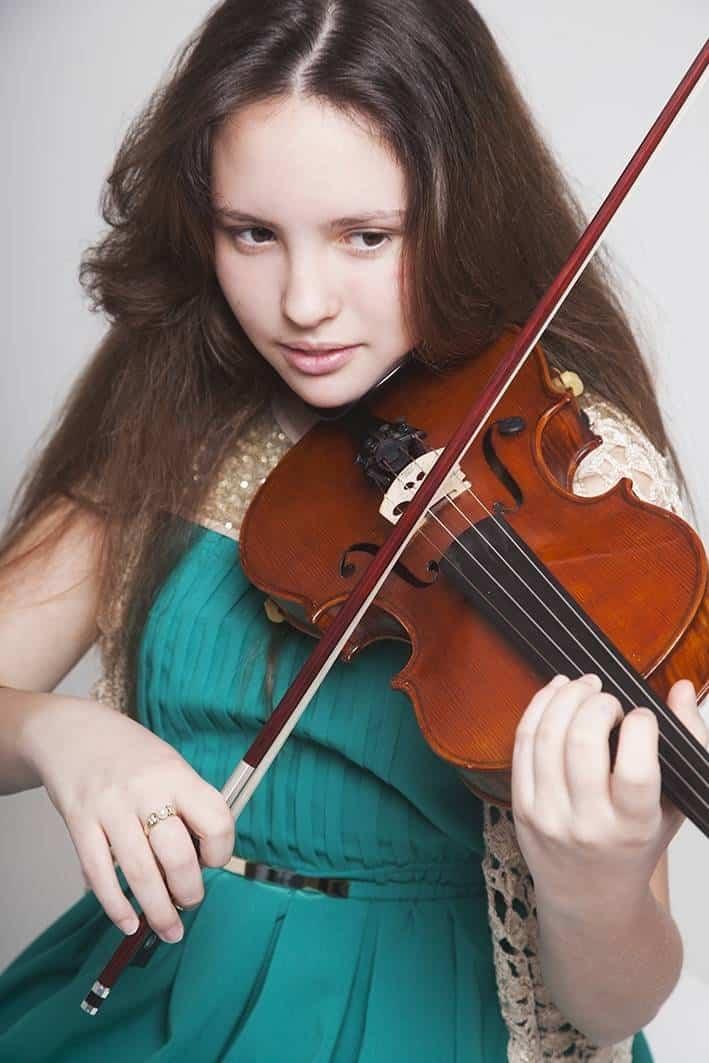 La joven violinista Blanca Mateo Raserón con la Moonlight Symphony 6