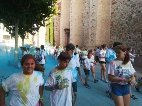 """colours run herencia 2017 fotos ayuntamiento 22 457x343 - Cientos de personas participaron en la """"Colours Run"""" solidaria de Herencia"""