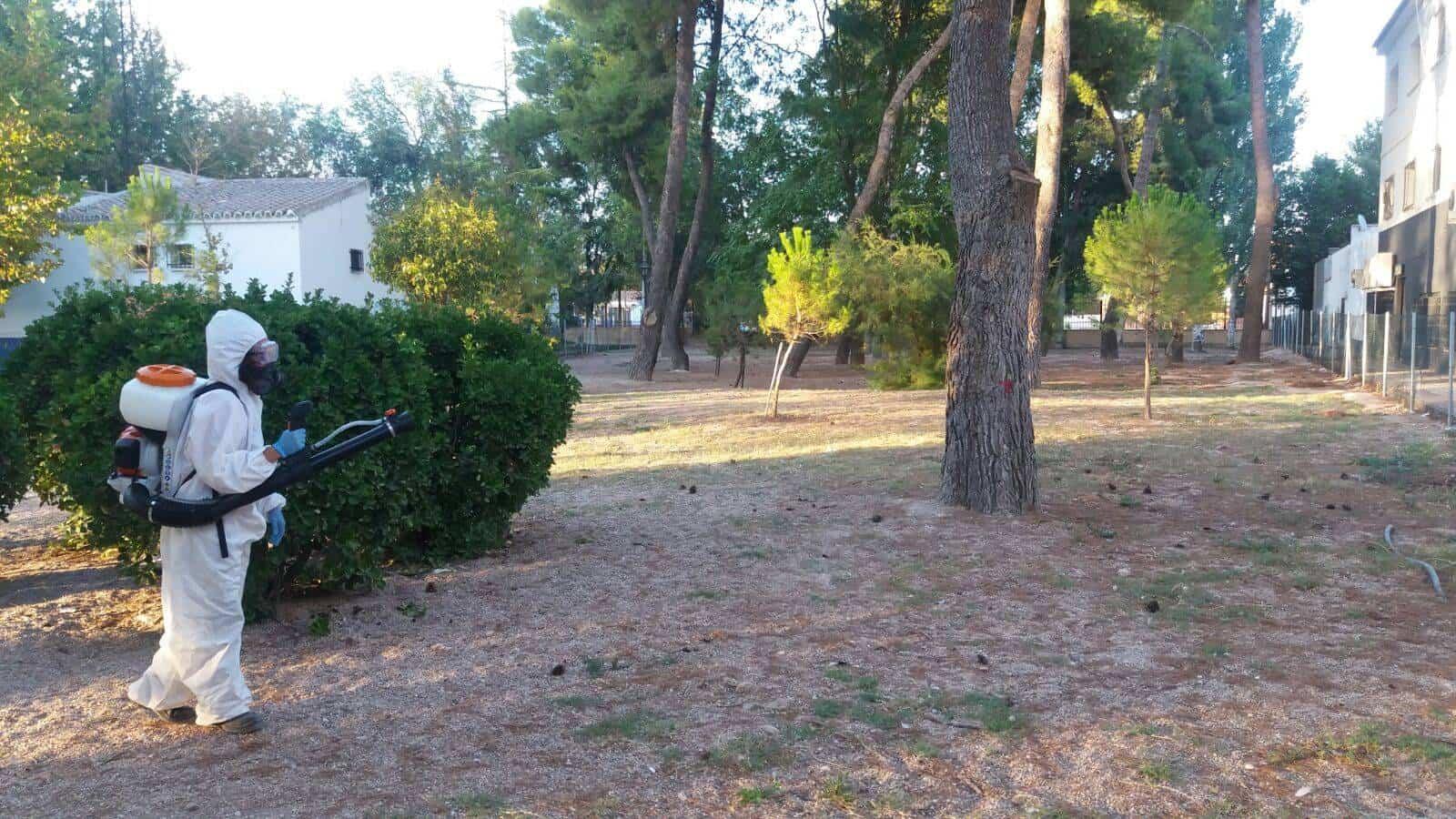 desinfeccion zona perro parque herencia 2 - Desinfección de la zona habilitada para perros del Parque Municipal