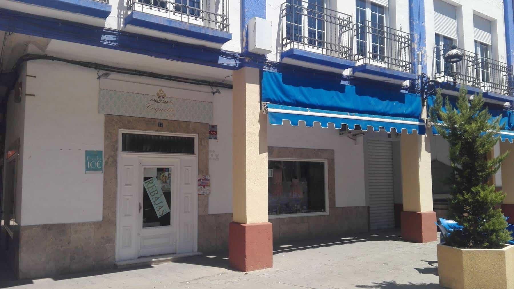 fachada de casino - Comienzan las obras de embellecimiento de la Plaza de España en Herencia