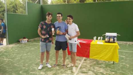 Fotografías de entrega de premios del II torneo de verano de pádel 6