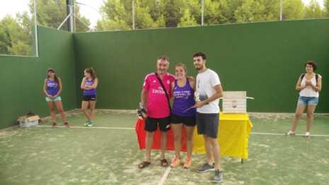 Fotografías de entrega de premios del II torneo de verano de pádel 1