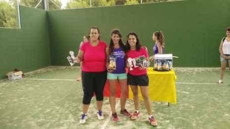 Fotografías de entrega de premios del II torneo de verano de pádel 11