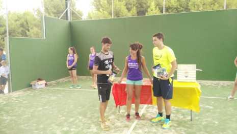 Fotografías de entrega de premios del II torneo de verano de pádel 9