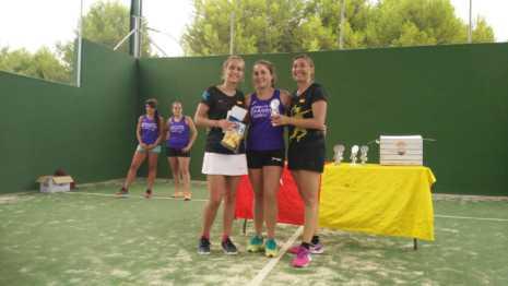 Fotografías de entrega de premios del II torneo de verano de pádel 14