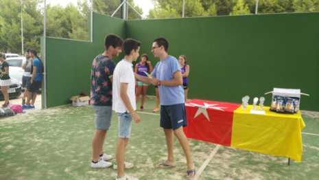 Fotografías de entrega de premios del II torneo de verano de pádel 8