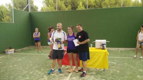 Fotografías de entrega de premios del II torneo de verano de pádel 5
