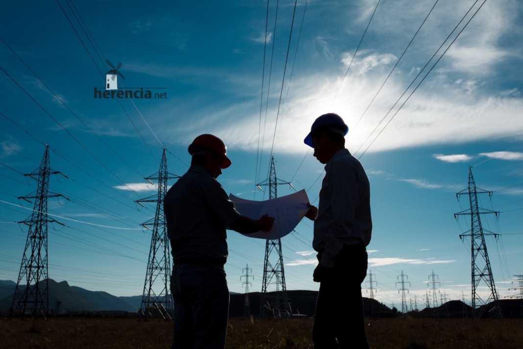mantenimiento red electrica herencia ciudad real 1068x712 - Nuevos cortes de luz en calle Los Jaboneros y Los Yeseros en Herencia