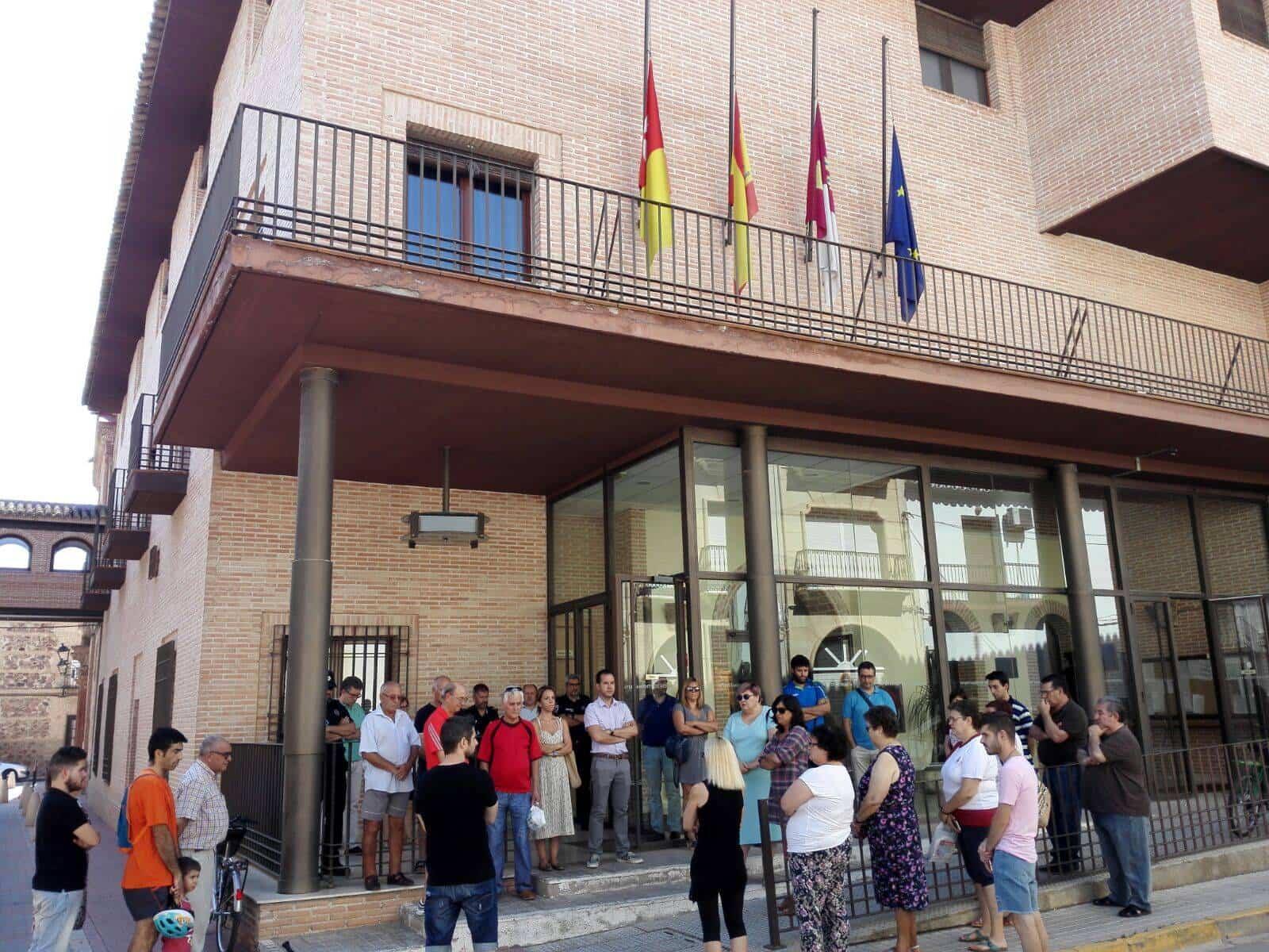 silencio atentados terroristas barcelona - Herencia se suma a la condena de los atentados de Barcelona y Cambrils