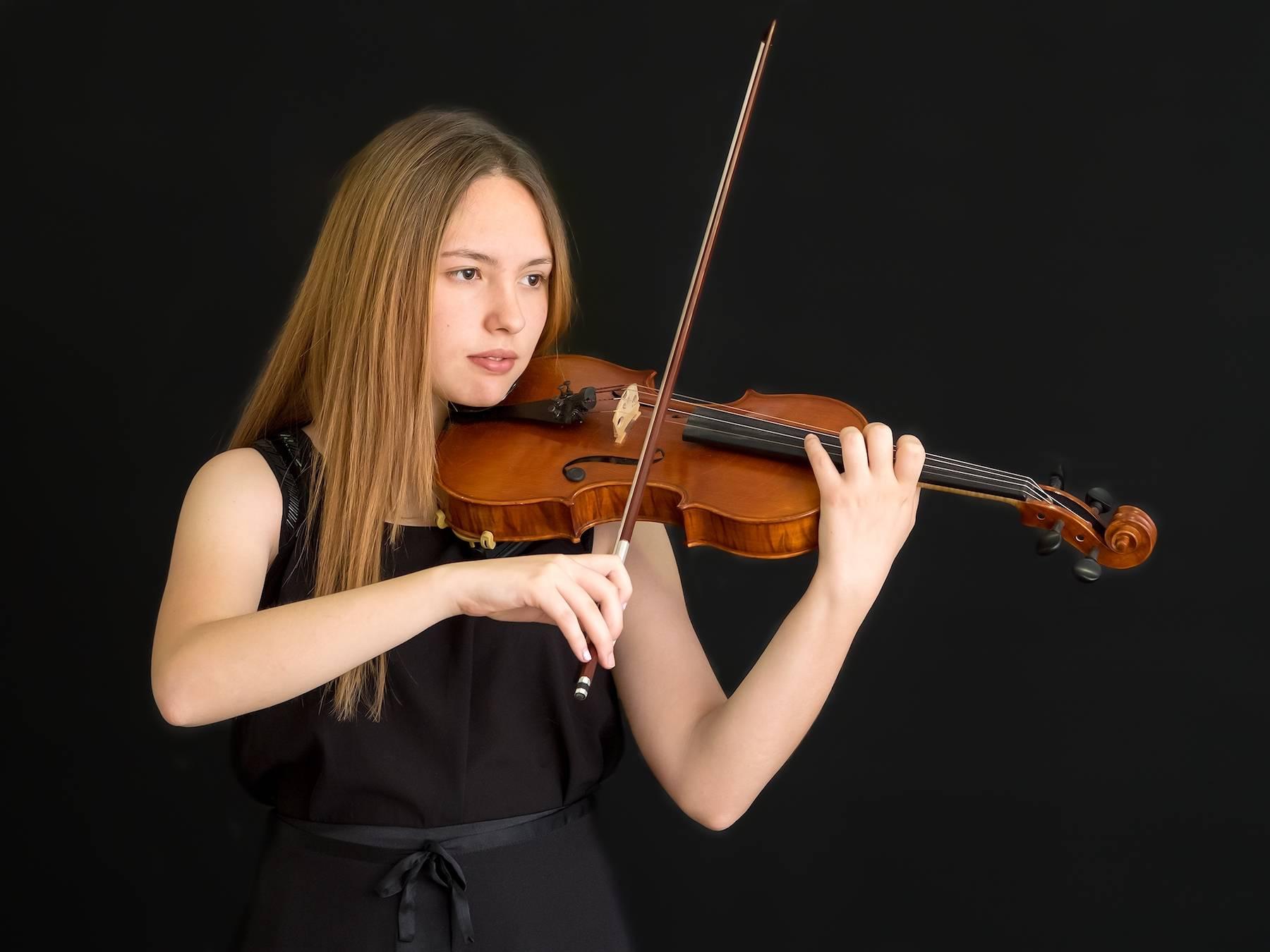 La joven violinista Blanca Mateo Raserón con la Moonlight Symphony 5