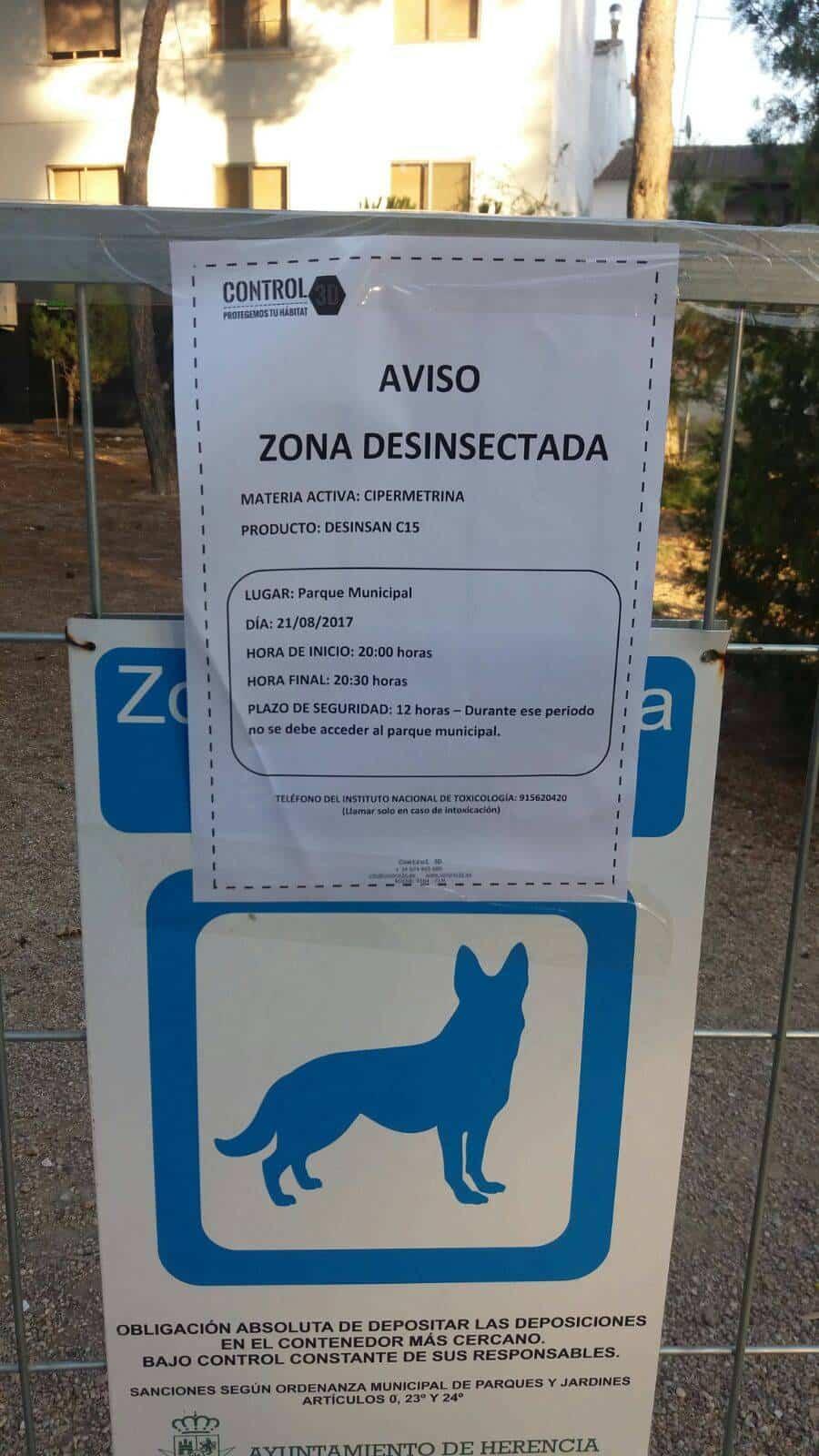 Desinfección de la zona habilitada para perros del Parque Municipal 7