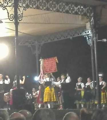 El Grupo Folclorico de Herencia en el XXXI Festival Folklorico de Malagon01 374x420 - El grupo folclórico de Herencia participa en varios festivales