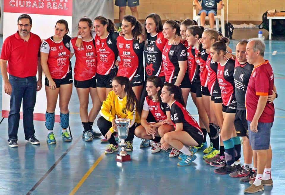 balonmano juvenil femenizo de pozuelo04 - Mercedes Ramírez y Elena Olivares campeonas provinciales de balonmano