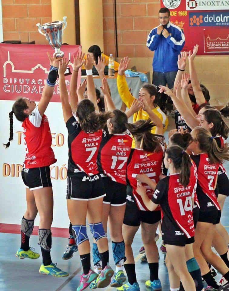 balonmano juvenil femenizo de pozuelo07 - Mercedes Ramírez y Elena Olivares campeonas provinciales de balonmano