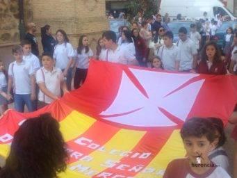 colegio ntra sra mercedes procesion imagen virgen 10 341x256 - El Colegio Ntra. Sra. de las Mercedes sacó en procesión la imagen de la Virgen