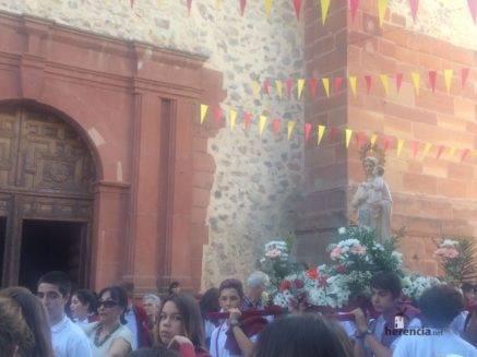 colegio ntra sra mercedes procesion imagen virgen 13 437x327 - El Colegio Ntra. Sra. de las Mercedes sacó en procesión la imagen de la Virgen