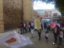colegio ntra sra mercedes procesion imagen virgen 8 265x199 - El Colegio Ntra. Sra. de las Mercedes sacó en procesión la imagen de la Virgen