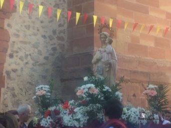 colegio ntra sra mercedes procesion imagen virgen 9 341x256 - El Colegio Ntra. Sra. de las Mercedes sacó en procesión la imagen de la Virgen
