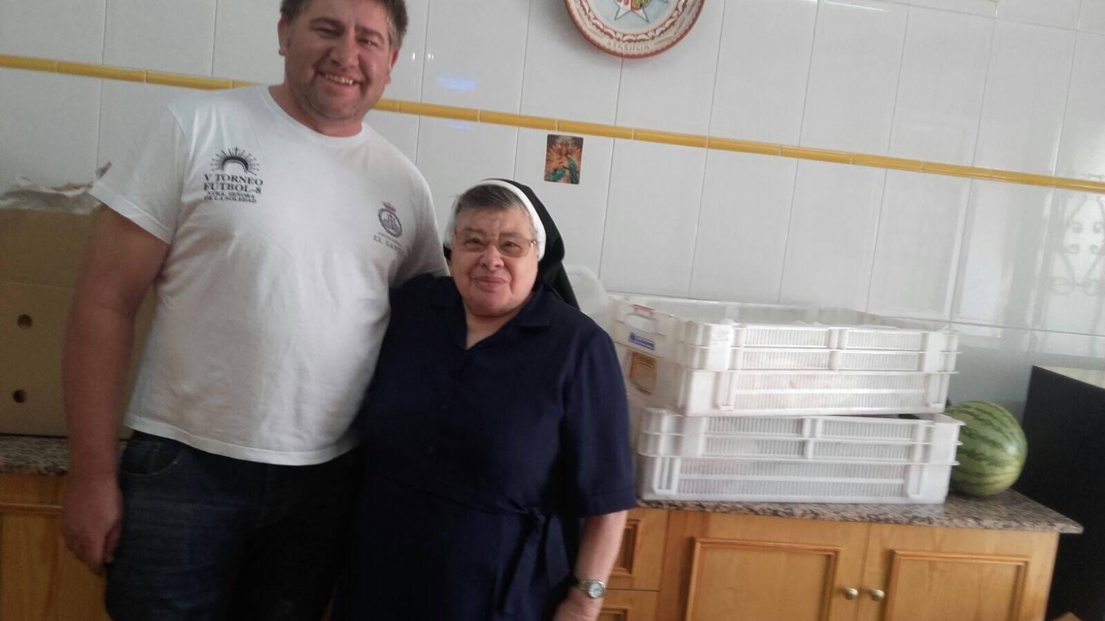 donacion hermandad santo herencia feria - La Hermandad del Santo dona comida de la Feria al Asilo MM Franciscanas