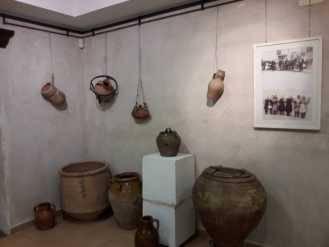 exposicion etnografica de Jesus Gomez Calcerrada12 329x247 - Legado del tiempo. Exposición etnográfica de Jesús Gómez