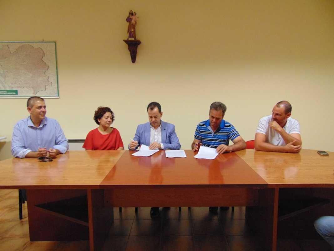 firma convenio cooperativa san jsoe 1068x801 - Convenio con la Cooperativa San José para bonificación de impuesto de construcciones y obras