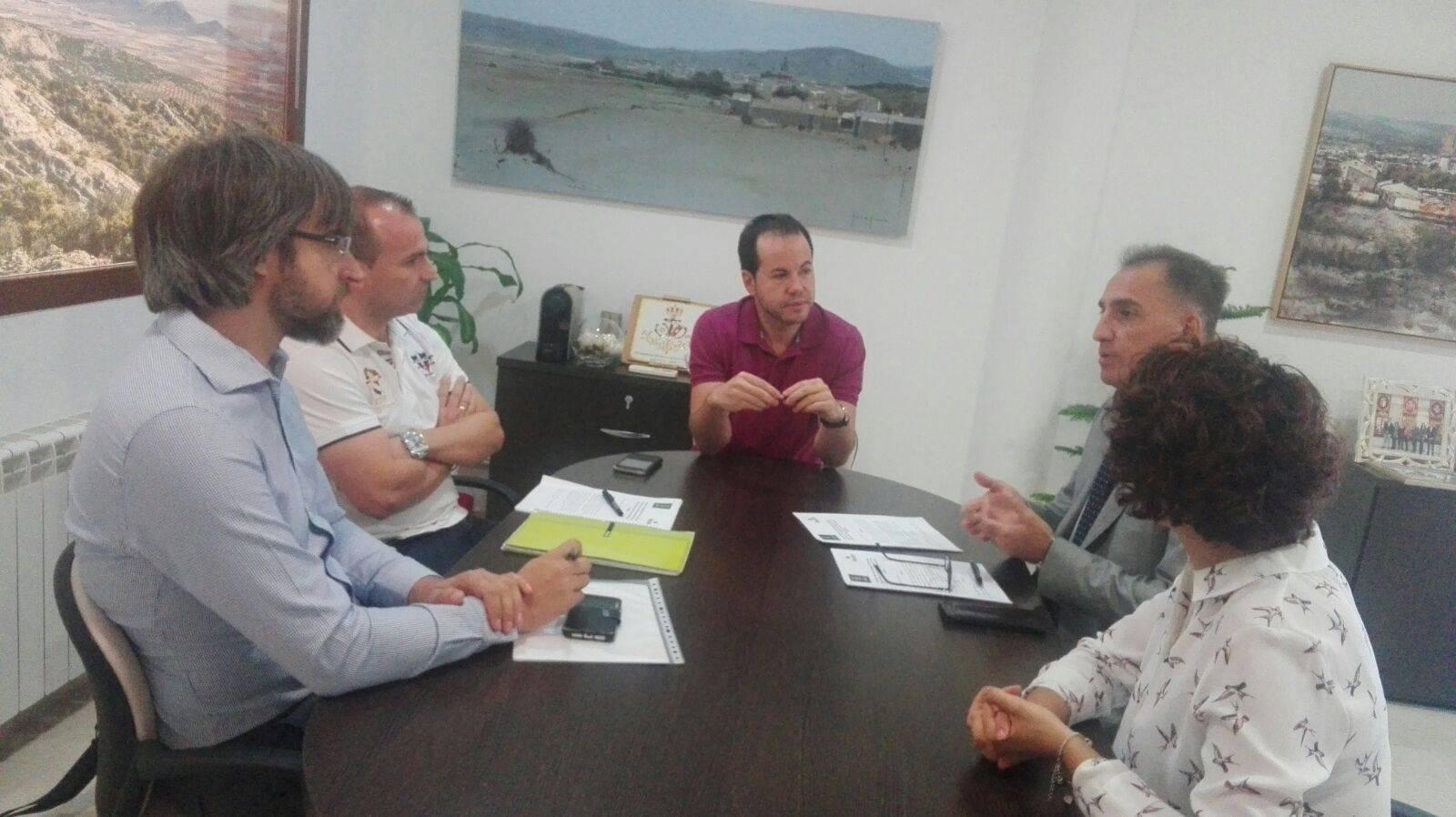 firma convenio itecam 2 - Convenio entre Itecam y Herencia para mejora en proyectos empresariales