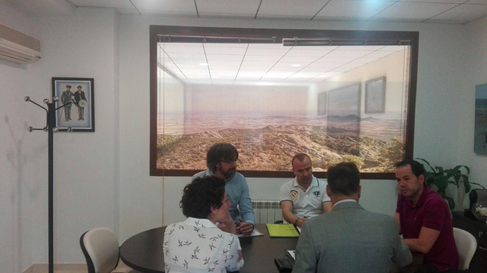 firma convenio itecam 3 - Convenio entre Itecam y Herencia para mejora en proyectos empresariales
