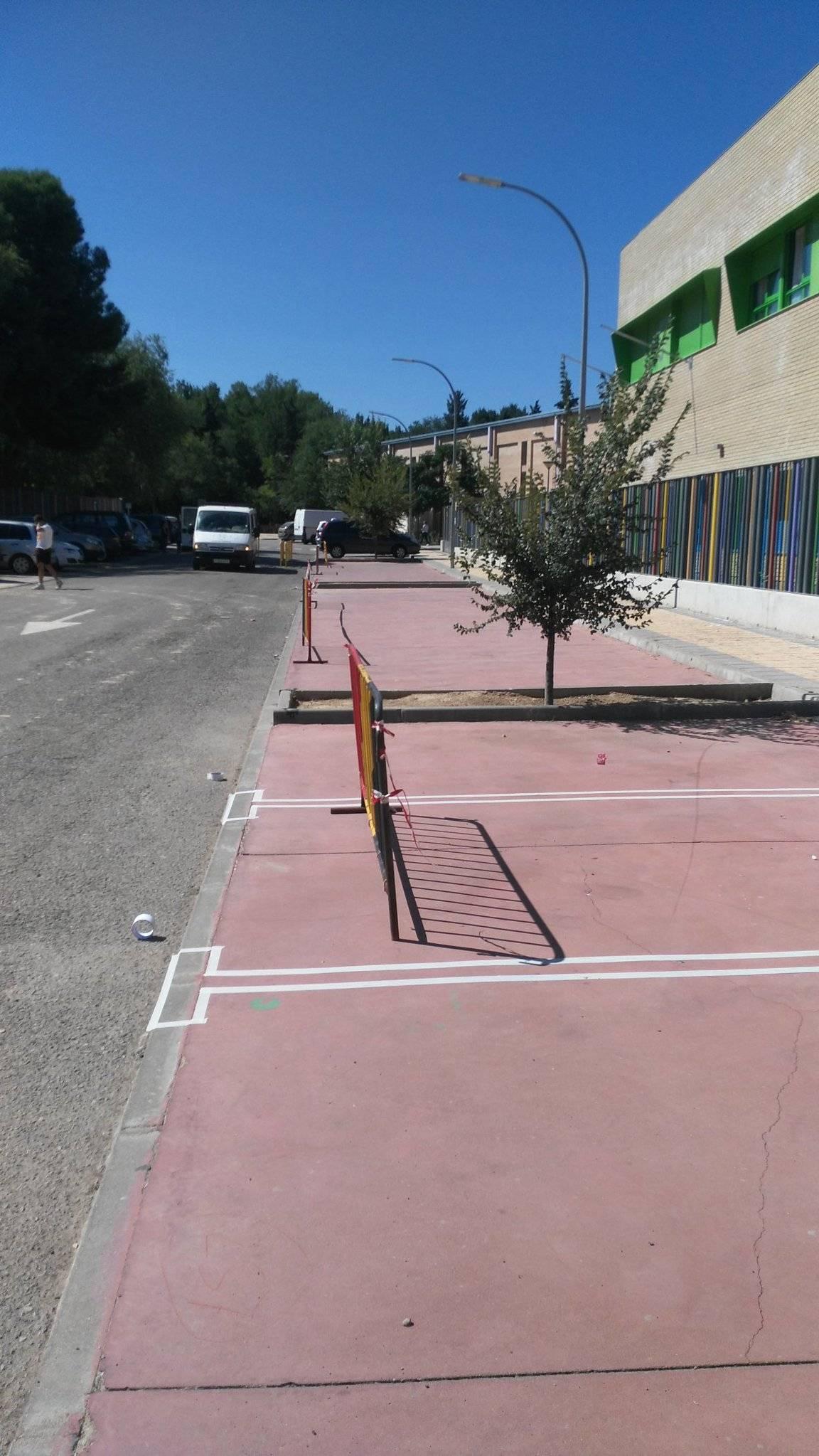 pintando lineas parking herencia - Un poco de orden en el parking del colegio y zona deportiva