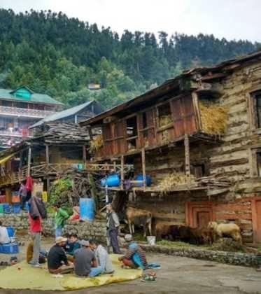 44Perl%C3%A9e superando las cimas himalayas 373x420 - Perlé superando las cimas himalayas