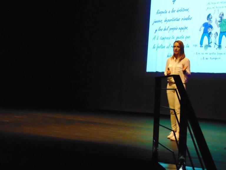 Patricia Ramírez, psicóloga deportiva, dio una conferencia en Herencia 7