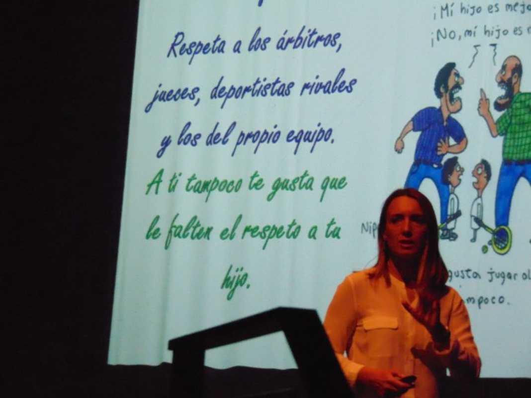 La psicologa Patricia Ramirez en Herencia2 1068x801 - Patricia Ramírez, psicóloga deportiva, dio una conferencia en Herencia