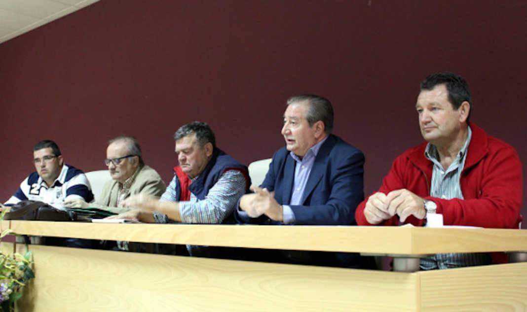 """Union de Comunidades y Regantes durante la presentacion electoral 1068x633 - Defensa de una única cuota de la """"Unión de Comunidades y Regantes"""""""