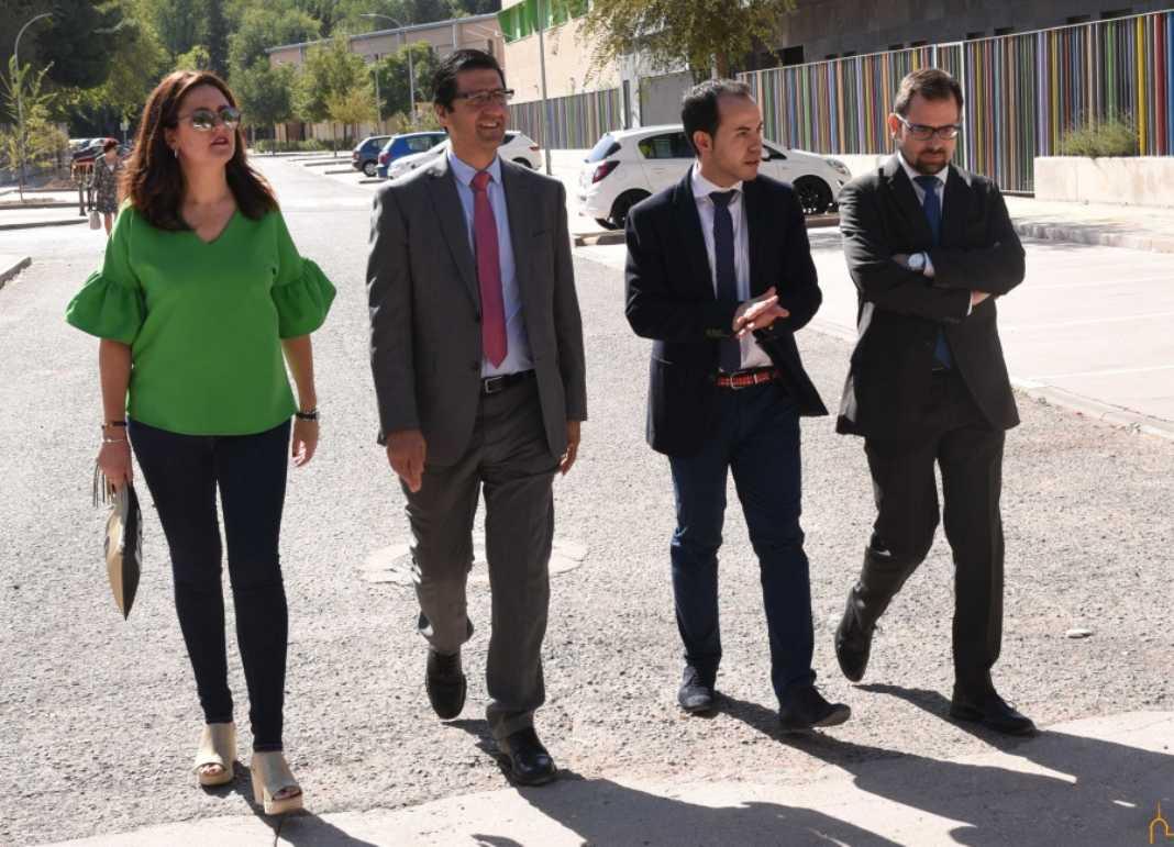 Visita Caballero 1068x771 - La Diputación invierte en lo que va de 2017 medio millón de euros en Herencia