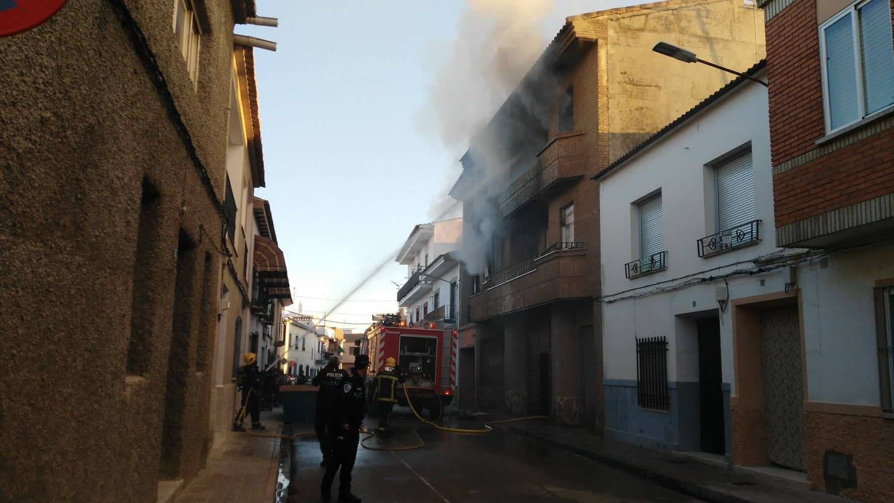 Declarado un incendio en la Calle Tahona de Herencia 7
