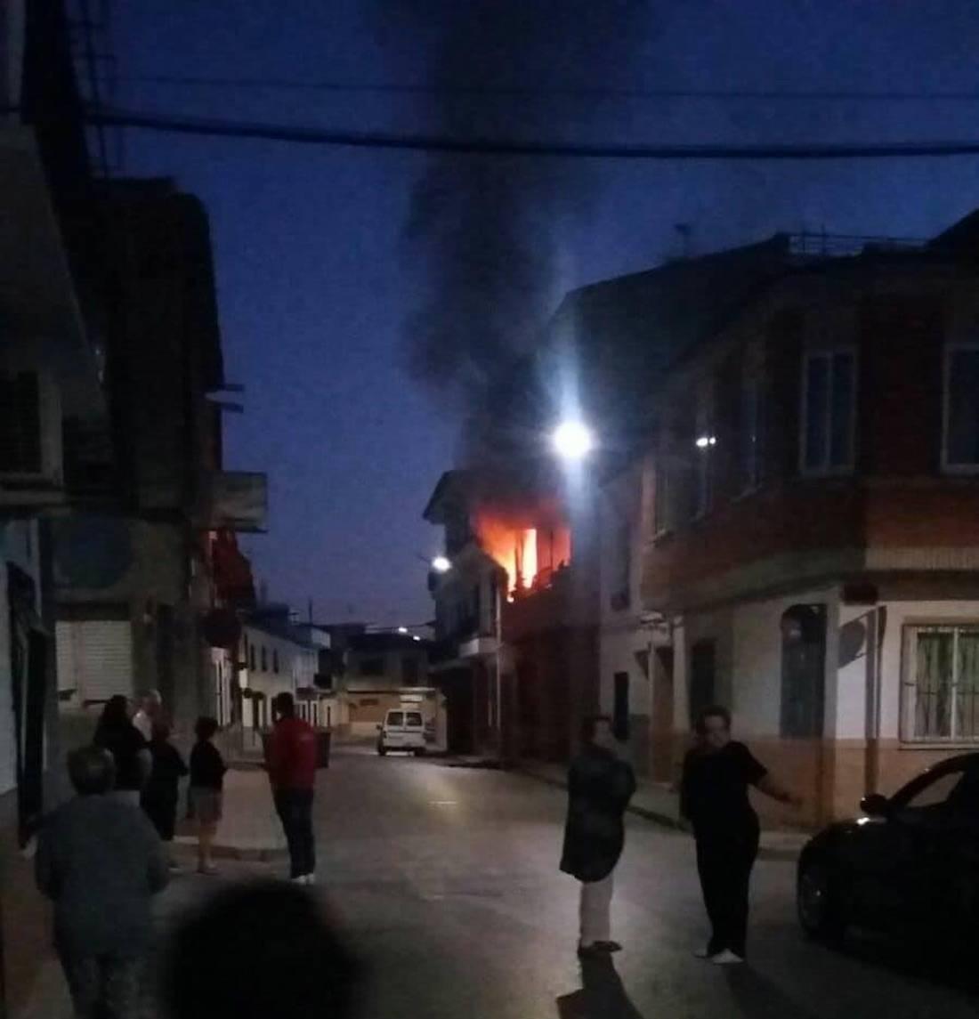 incendio calle tahona 30 herencia 1 - Declarado un incendio en la Calle Tahona de Herencia