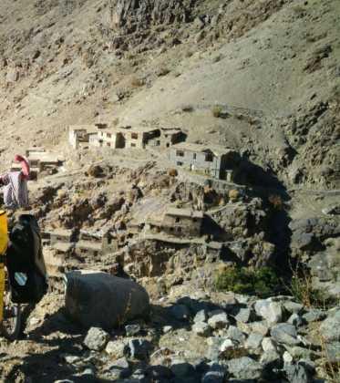 Perlé atravesando la singular Cachemira21 373x420 - Perlé atravesando la singular Cachemira
