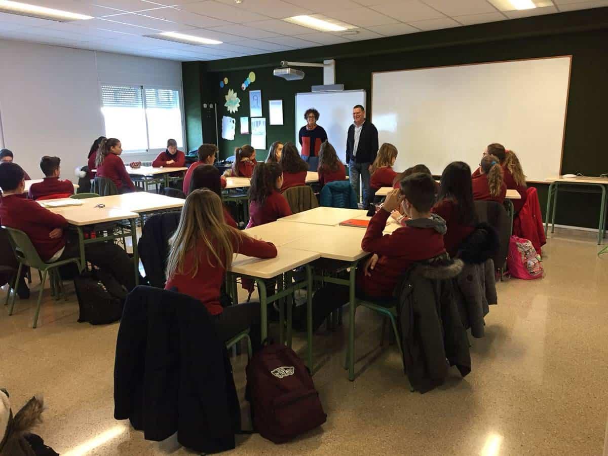 Varios centros educativos de Herencia conocen los programas de acogimiento familiar 5