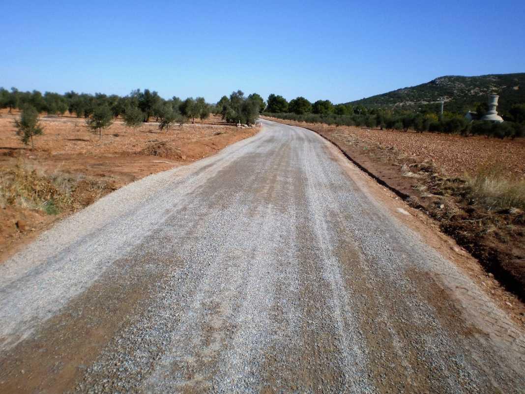 Acondicionados 11 kilómetros de caminos rurales en Herencia 7