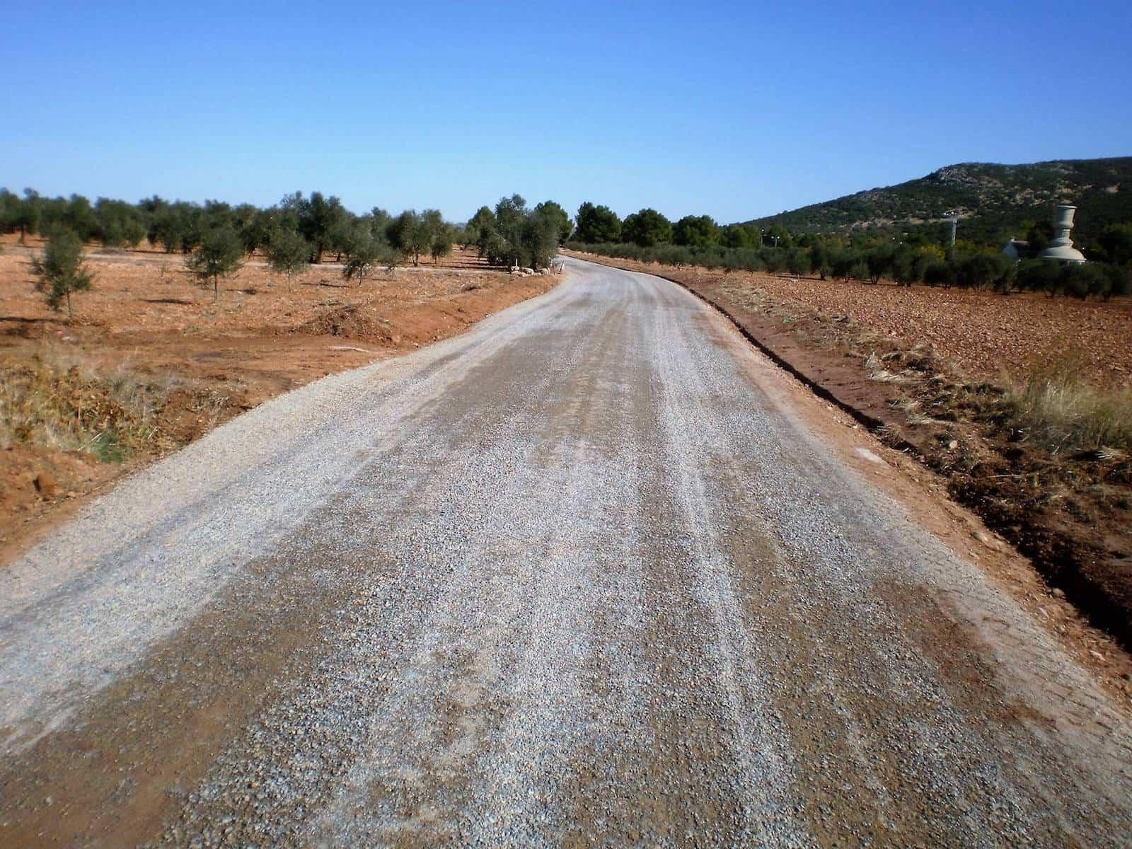 Acondicionados 11 kilómetros de caminos rurales en Herencia 5