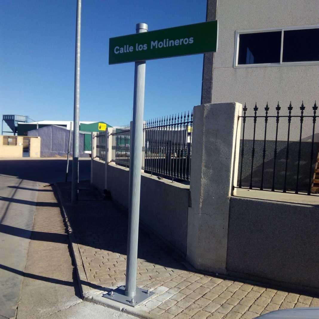 calle molineros herencia poligono 1068x1068 - Nueva señalización de las calles del Polígono Industrial en Herencia
