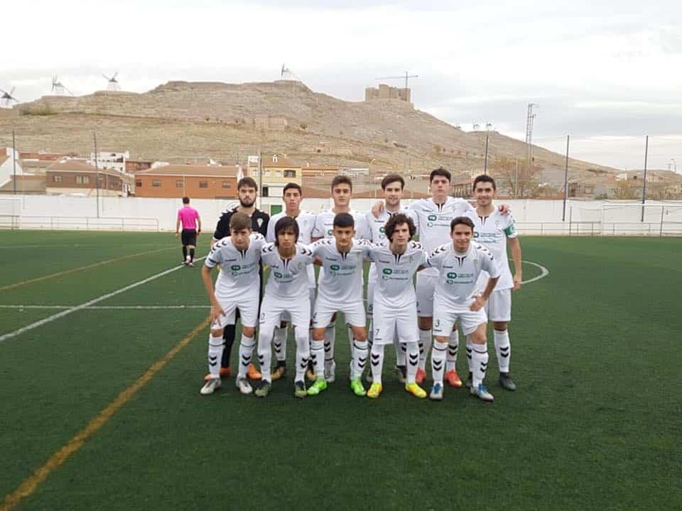 Equipo juvenil de fútbol de Herencia en Consuegra.