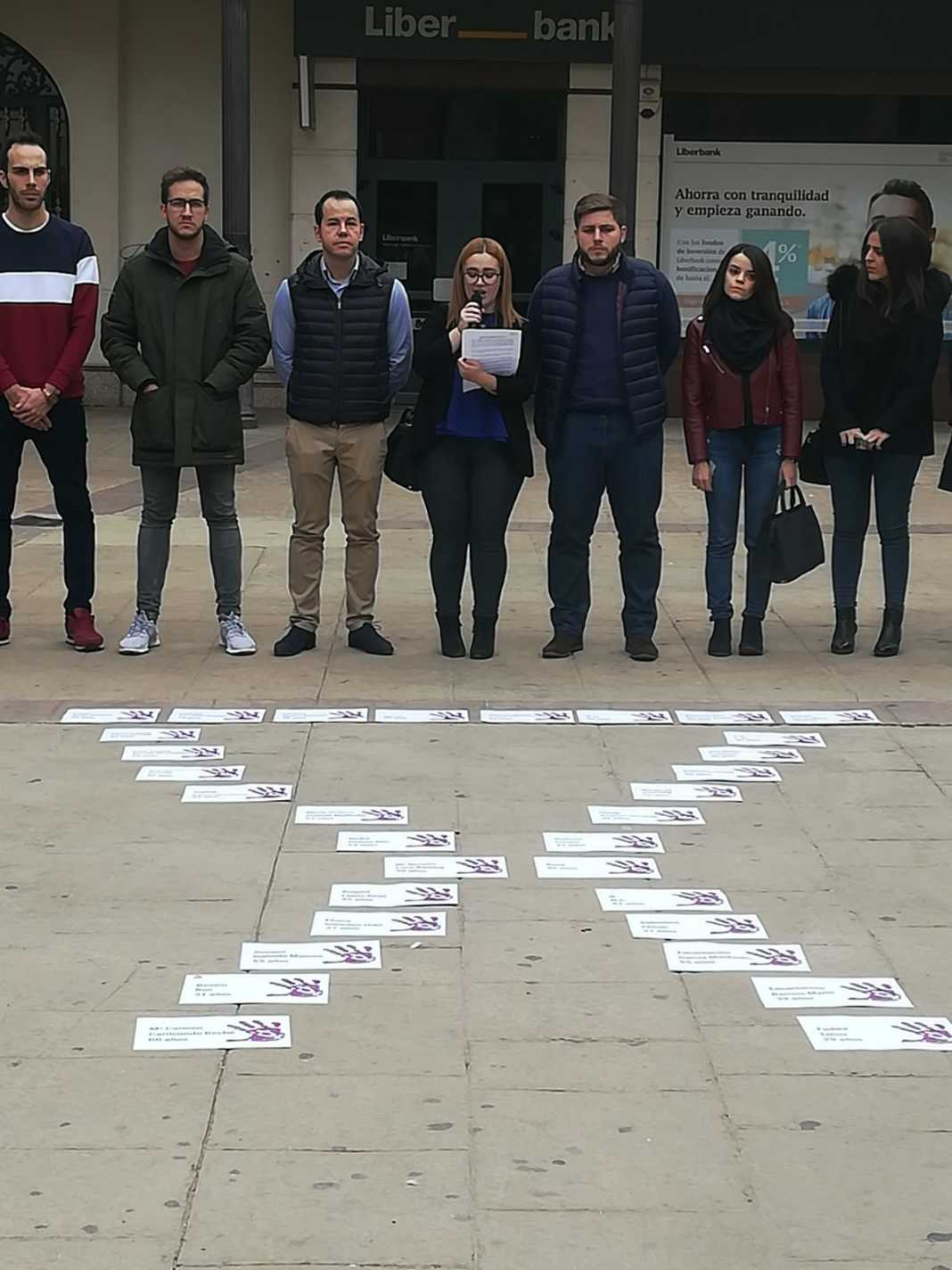 Minuto de silencio contra la violencia de género en Herencia 7