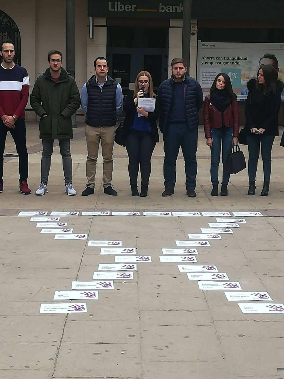 Minuto de silencio contra la violencia de género en Herencia 5