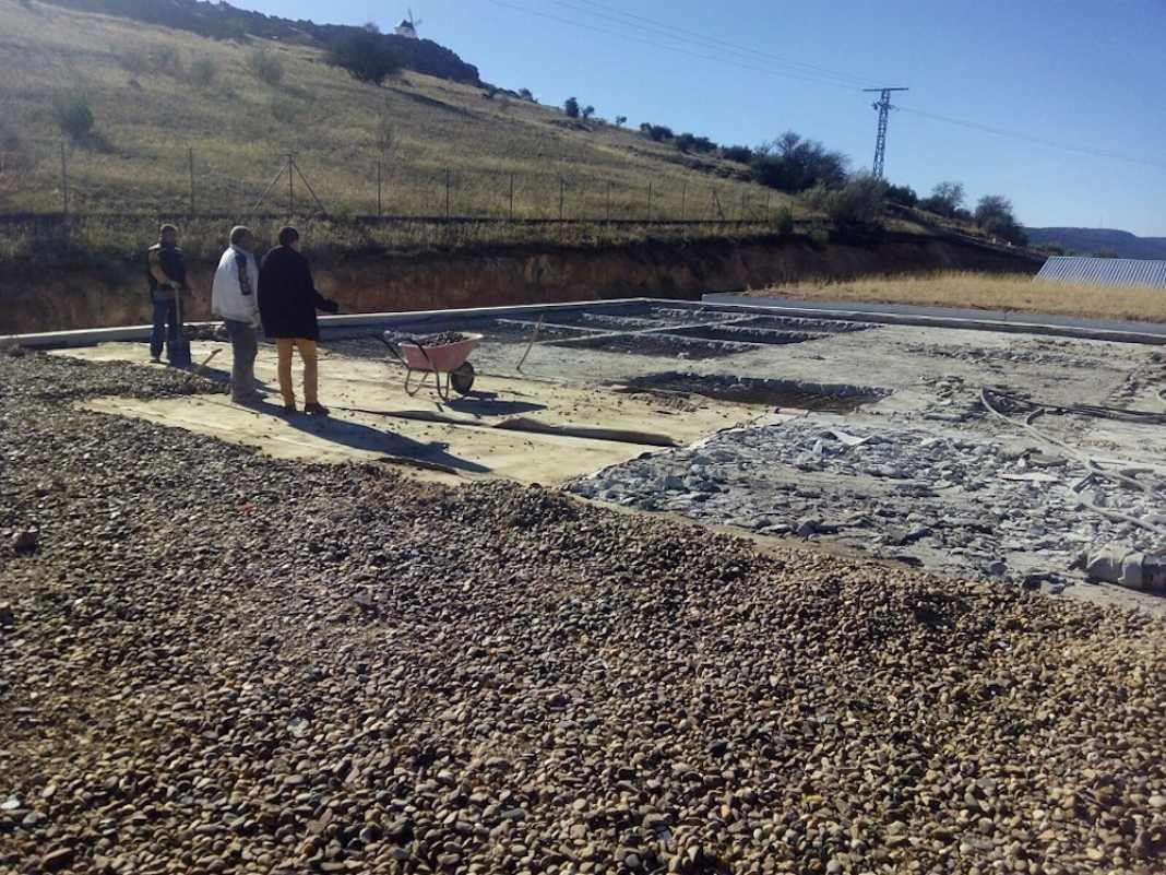 obras en deposito de agua herencia 2 1068x801 - Obras urgentes en un depósito de la red de agua potable en el municipio